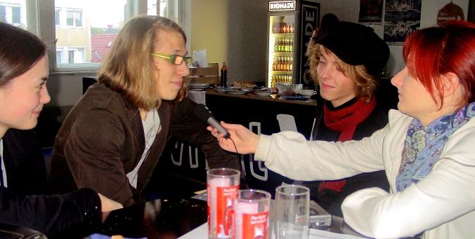Youki  Blonder Engel und Leichti im FRECHen Gespräch.JPG