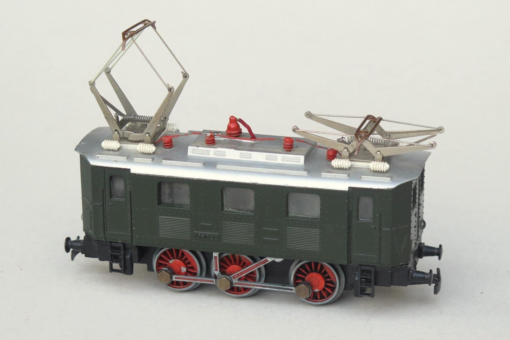 Kleinbahn_H0_scale_model_railway_ÖBB_electric_locomotive_1280.jpg