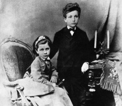 Richard-Strauss-als-Kind-mit-seiner-Schwester-Berta-Johanna.jpg